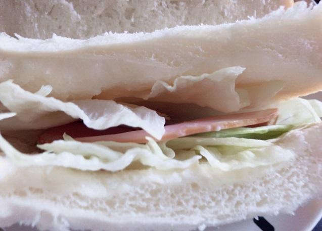午後の食パンのサンドイッチ