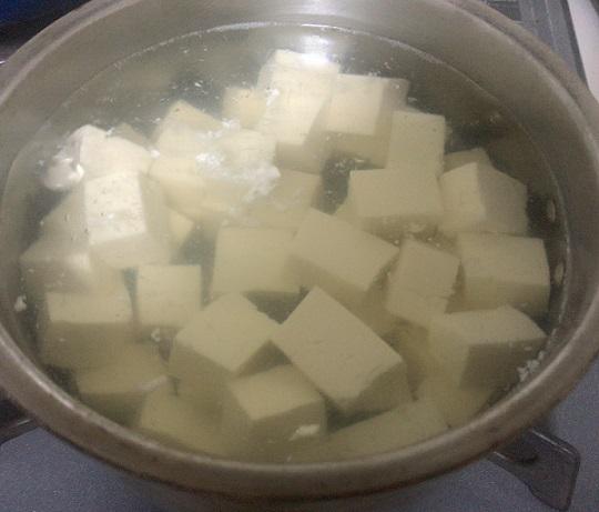 麻婆豆腐 豆腐下茹で