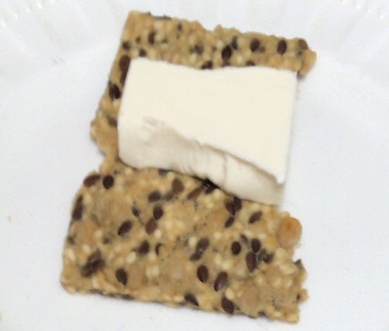 カルディ シグダル クリスブレッド グルテンフリー キヌアとクリームチーズ