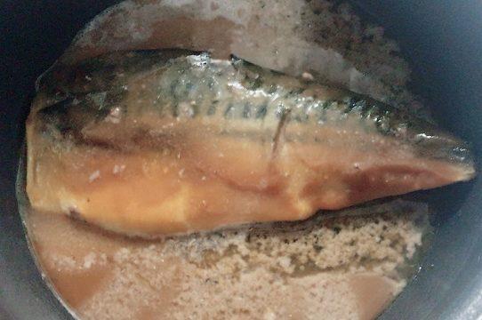 いわしの水煮の缶詰の汁を利用
