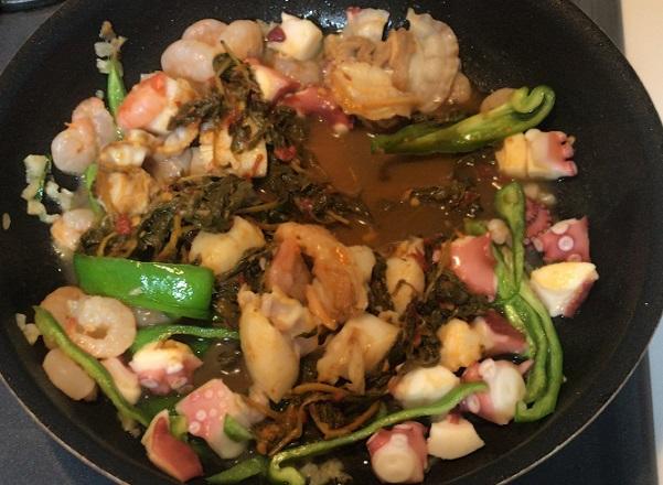カルディ ホーリーバジルチリペースト シーフードガパオレシピ