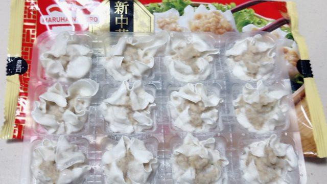 スーパーで売ってるマルハニチロ 冷凍食品 あら挽き肉しゅうまいのパッケージの中身