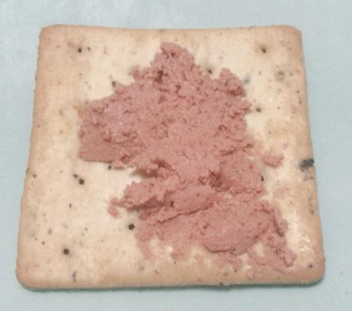 カルディで買った コーレン イベリコ豚レバーパテ+クラッカー