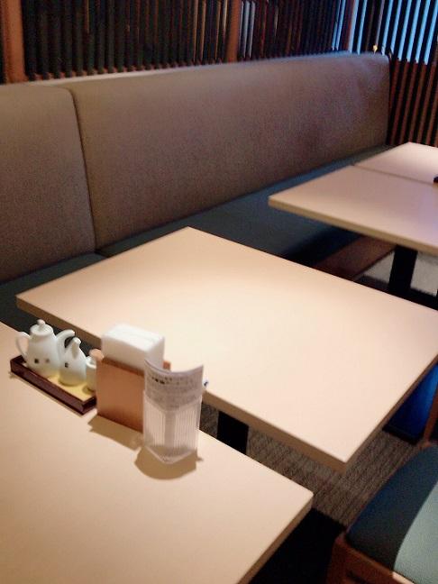 名古屋クラウンホテル 朝食バイキングのテーブル席