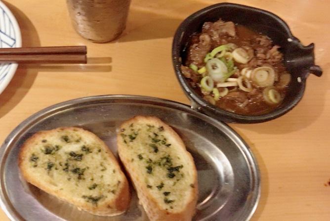 名古屋栄カモシヤ煮込みとガーリックトースト