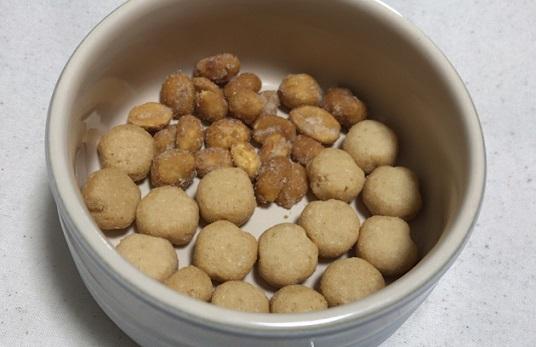 キヌアスナックとハニーローストピーナッツ