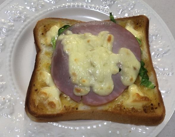 カルディのカレーパンペーストとハムチーズトースト