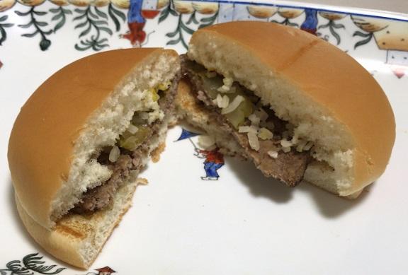 マクドナルドのハンバーガーの断面
