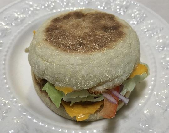 マクドナルトのソーセージマフィンにサイドサラダを追加
