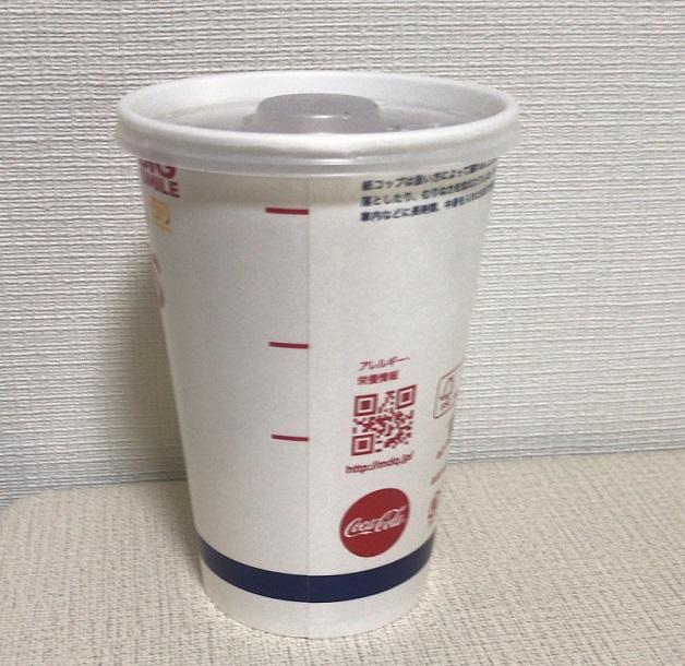 マクドナルトMサイズのドリンクカップ